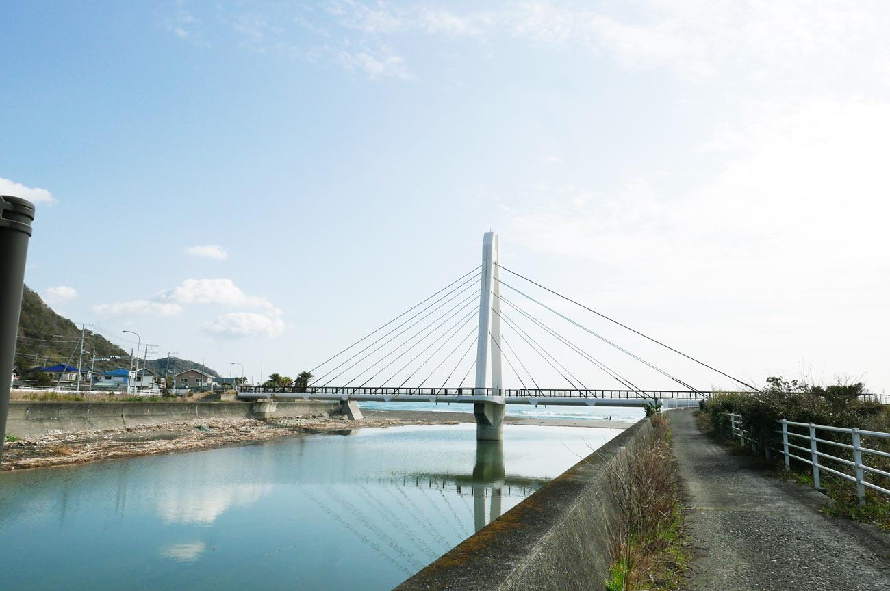和田サーフ橋の全景
