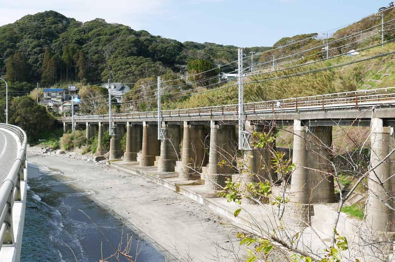 山生橋梁のアップ