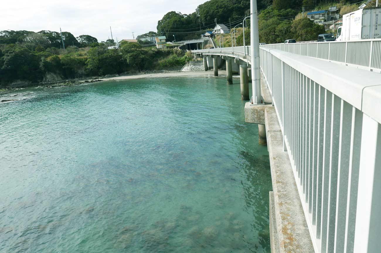 房州大橋から海を眺める