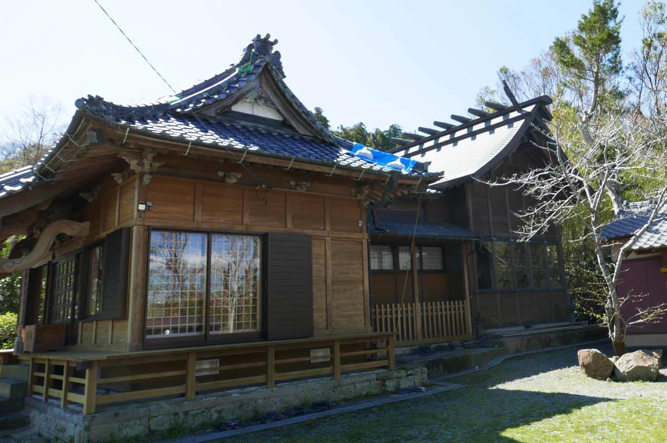 八雲神社の拝殿と本殿