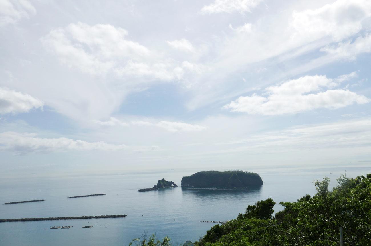 浮島と岩穴