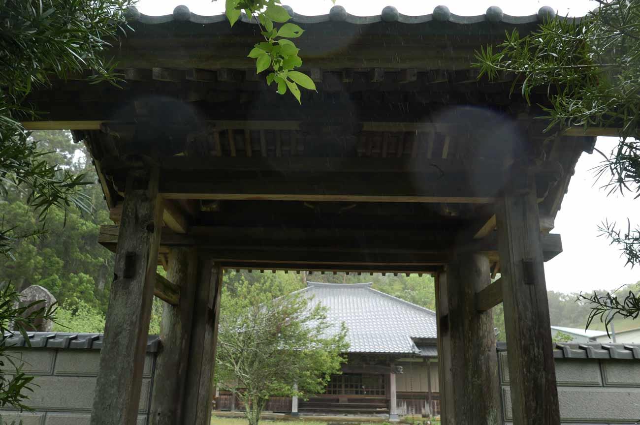 成就院の山門と本堂の画像
