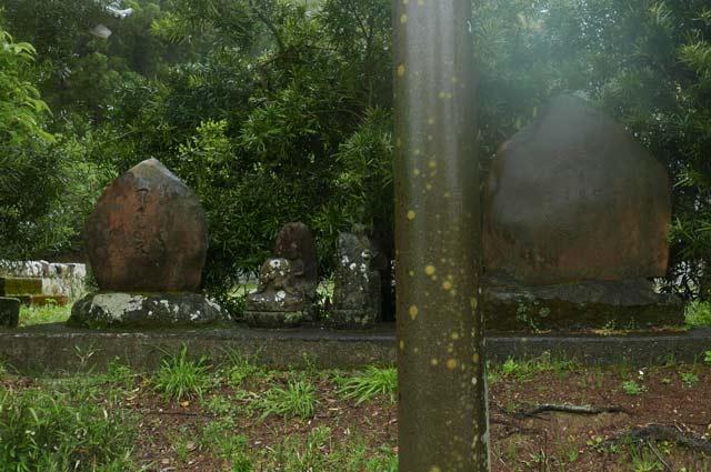 山門前の石碑アップ