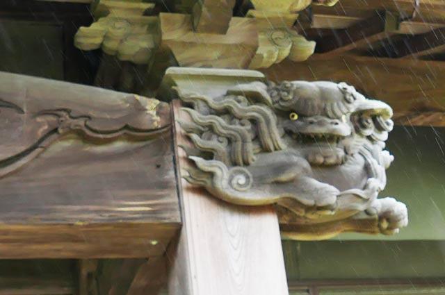 木鼻の獅子(左)