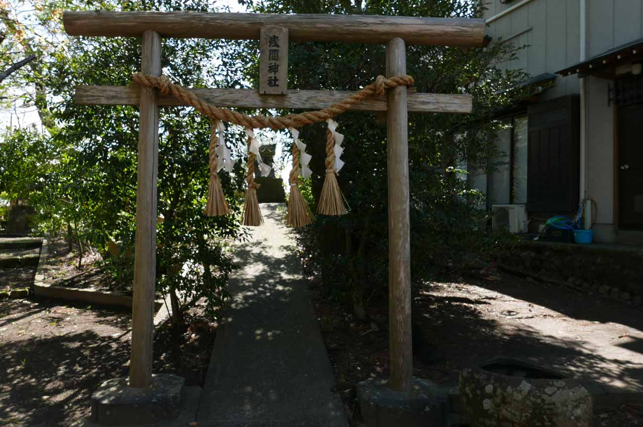諏訪神社境内の浅間神社