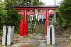 瀧口神社の鳥居と参道