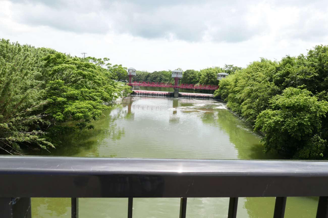 平成橋上流の堰