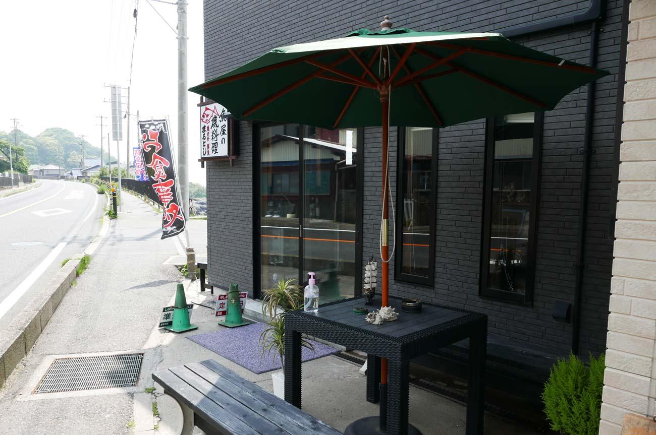 店舗前の喫煙スペース