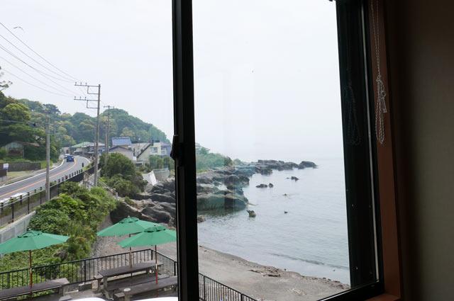店内からの眺め(左側)