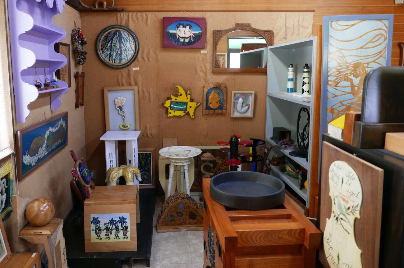 木工品・絵画コーナー