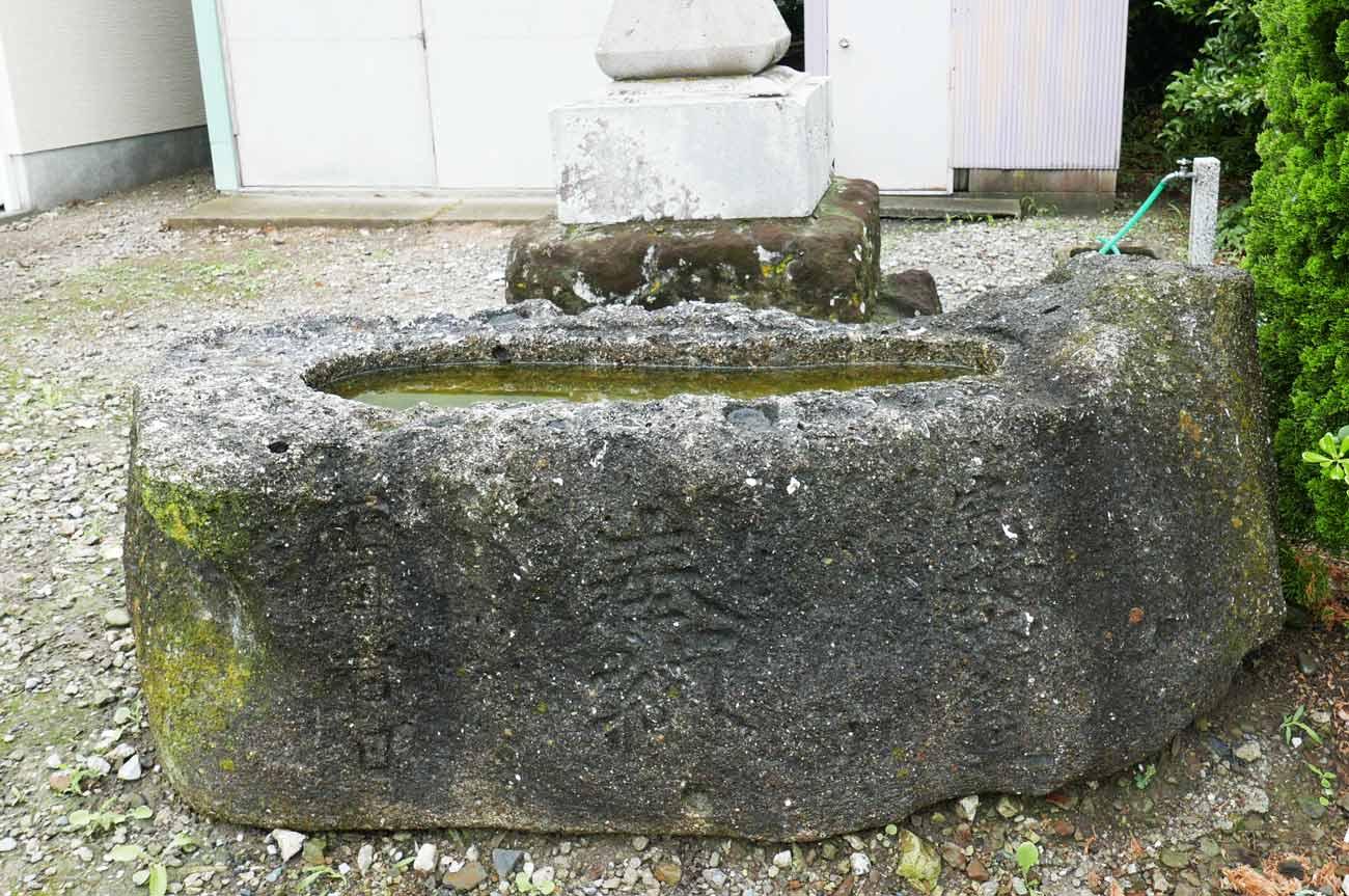 鶴崎神社の手水石