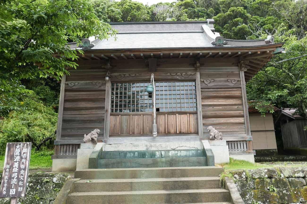 鶴崎神社の拝殿アップ