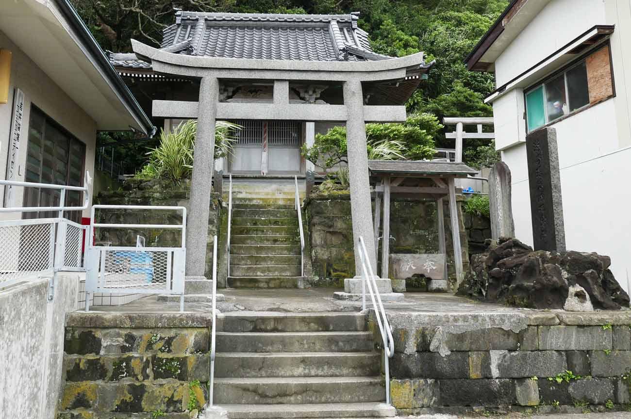 海上神社の境内