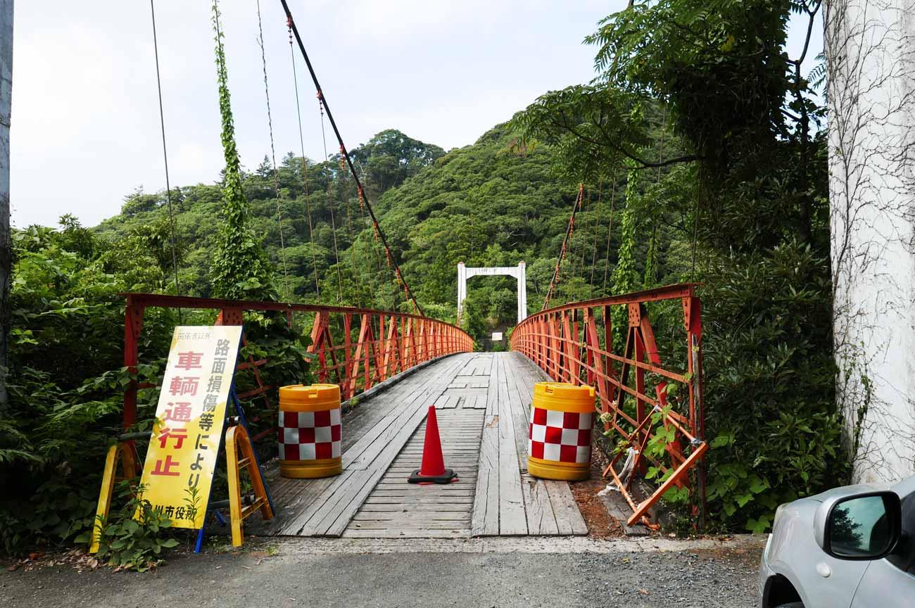 金山ダムの赤い吊橋