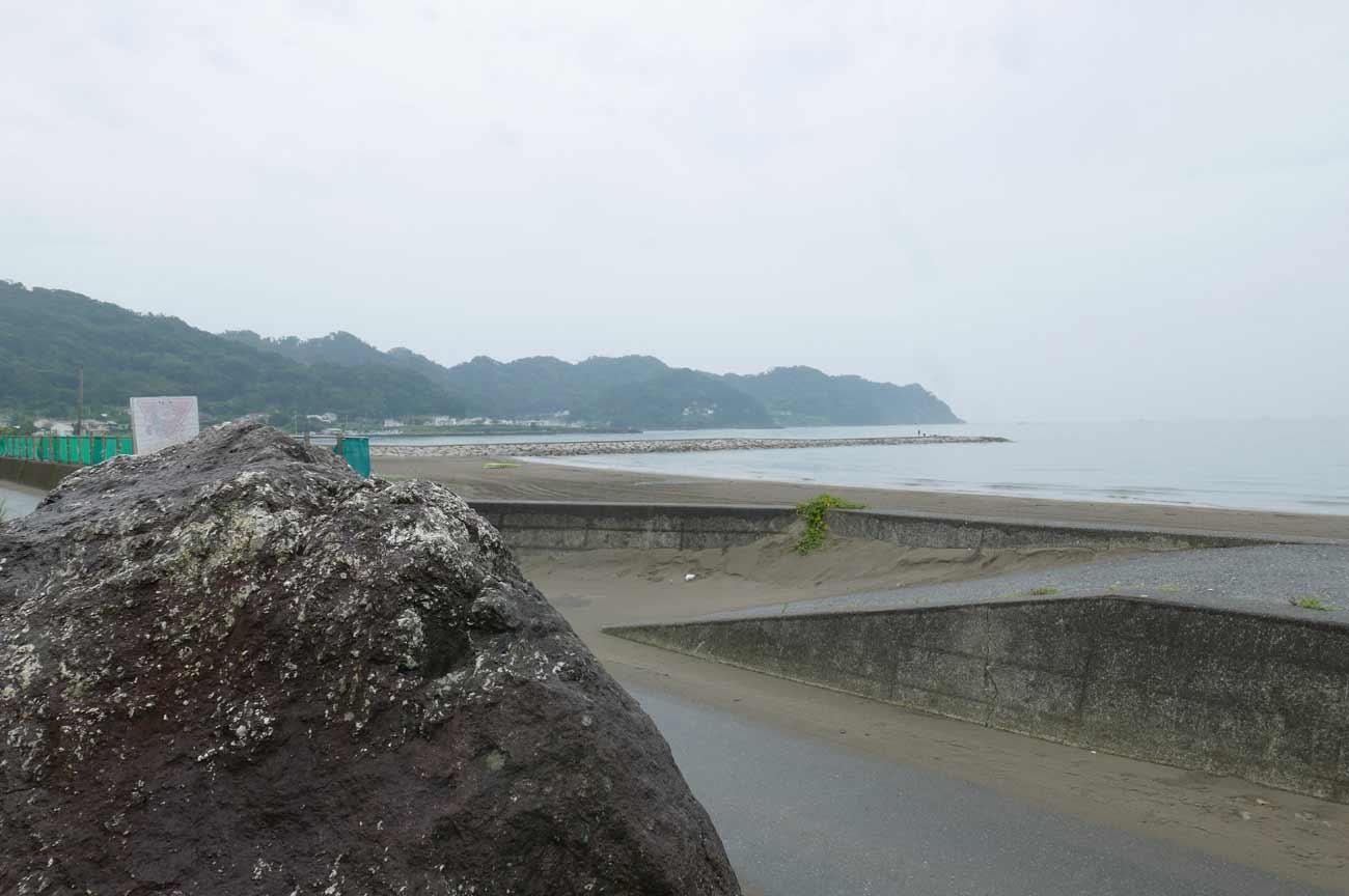 正面の岩井海岸