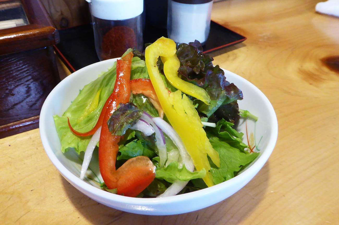 食べ放題の野菜サラダ