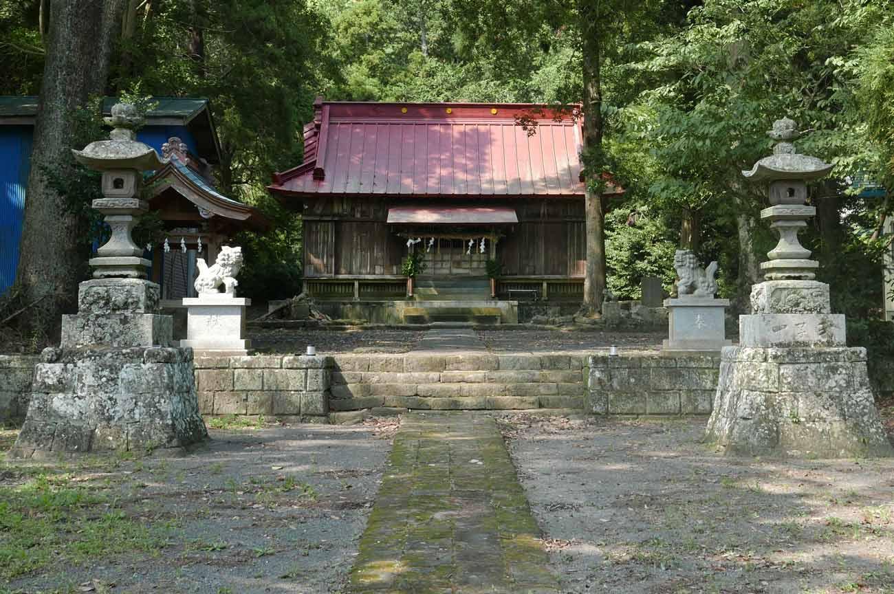 庤神社の境内