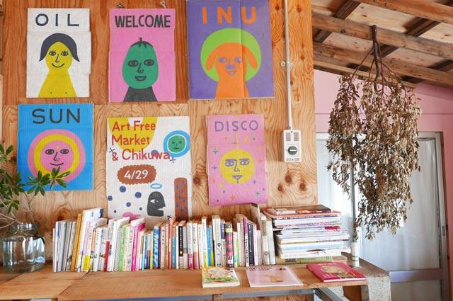 絵画と本のコーナー