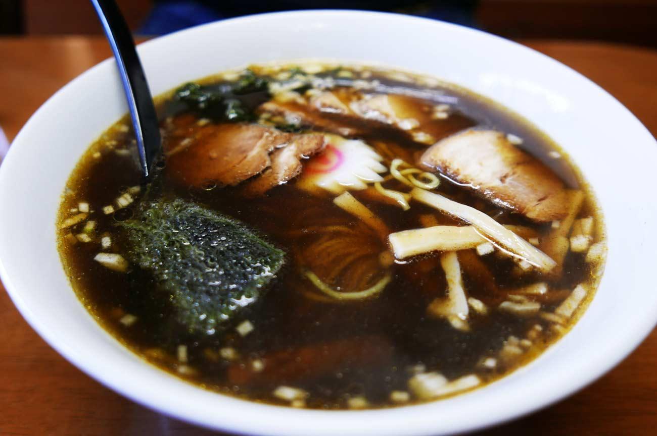 海藻とろろラーメン黒スープ