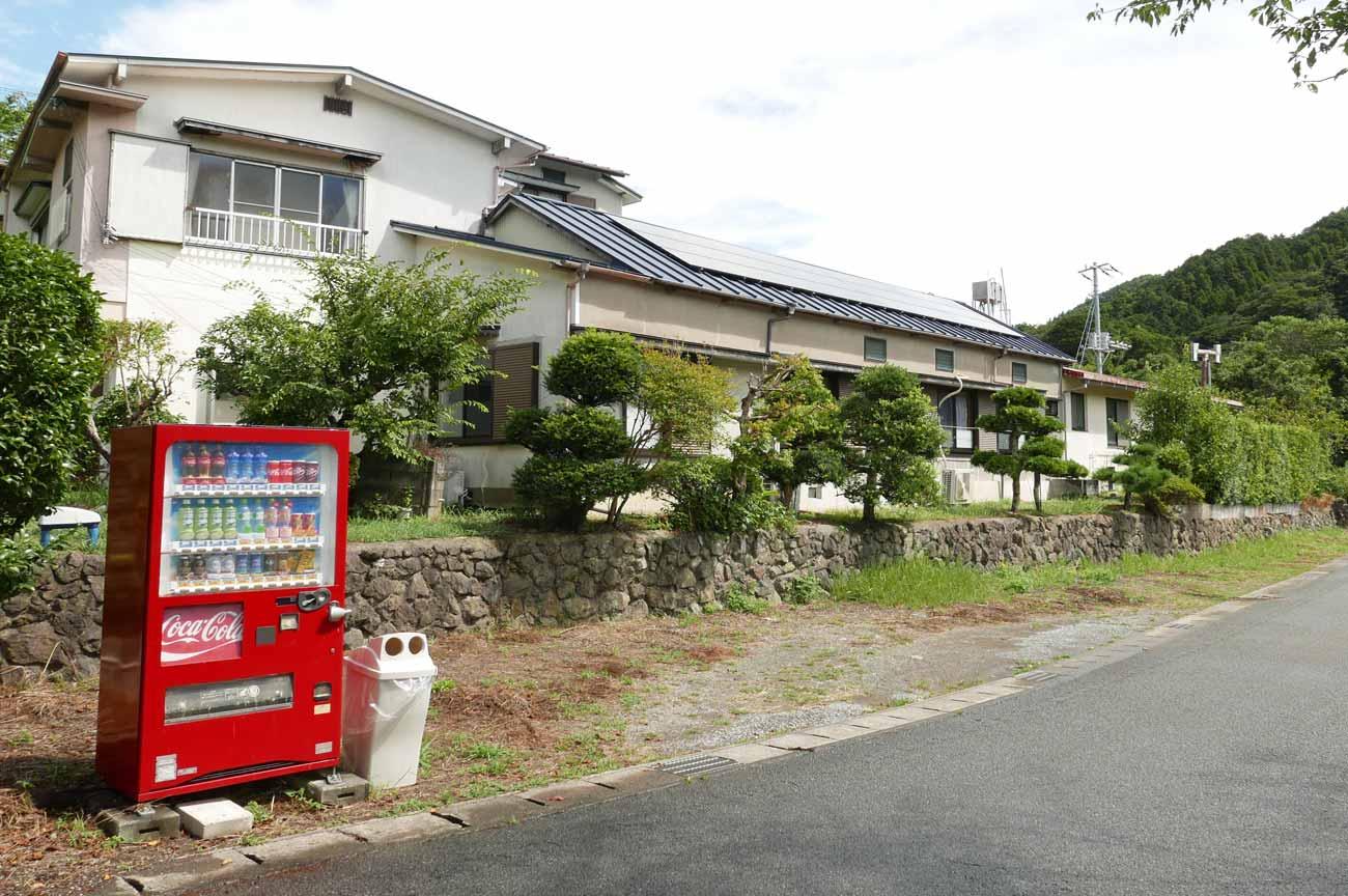 粟斗温泉の施設外観