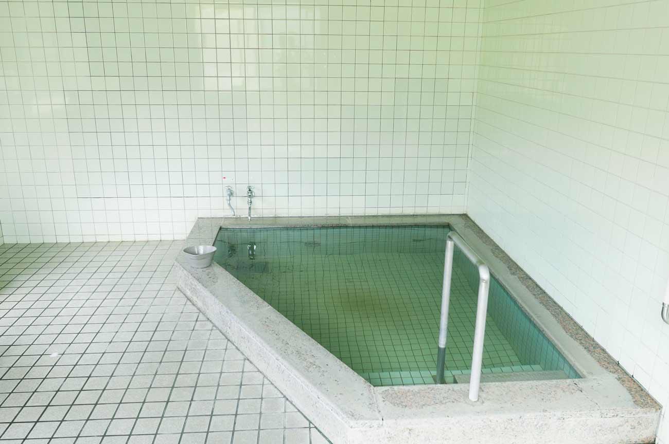 粟斗温泉の浴槽