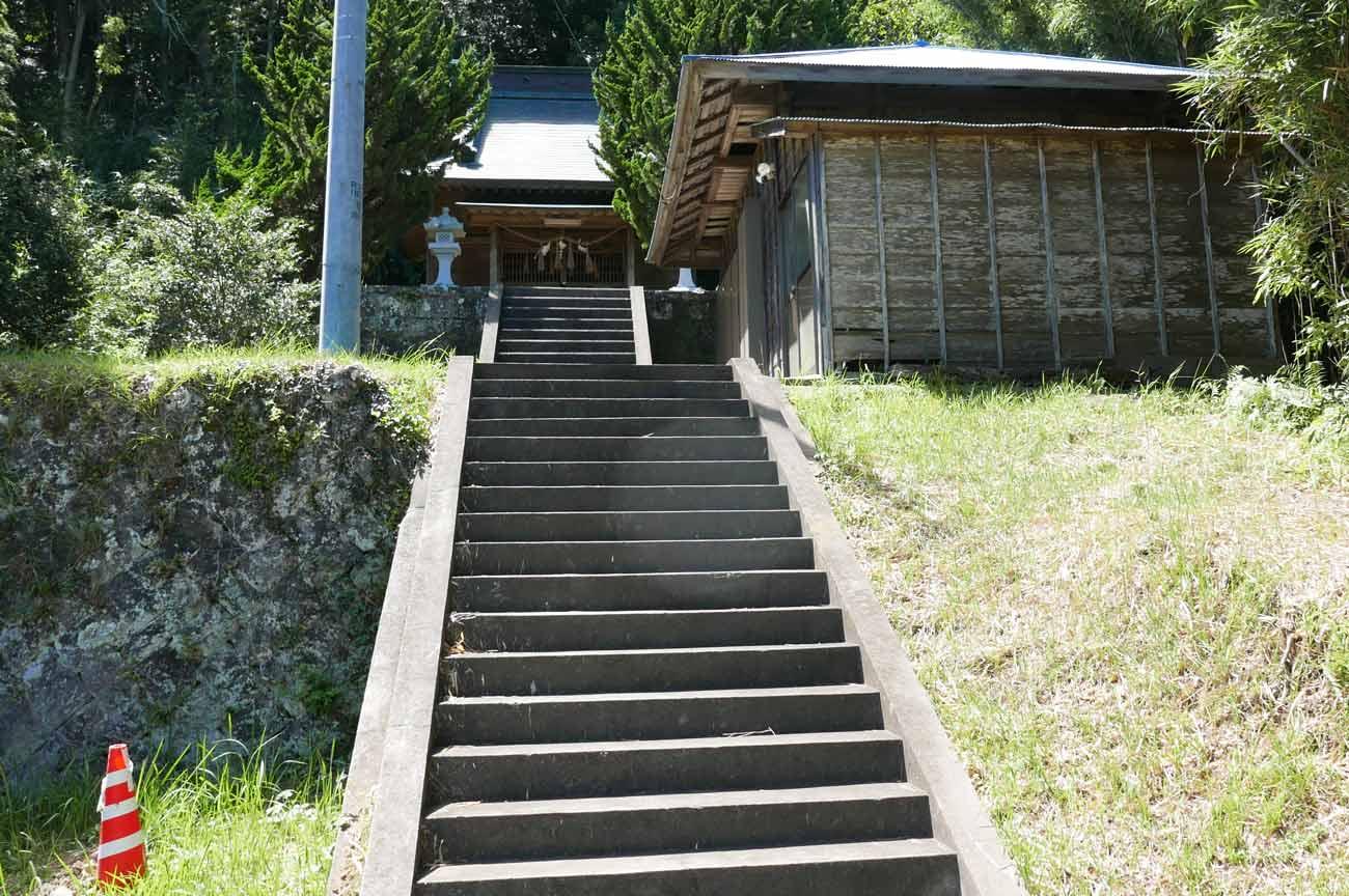 長尾三神社入口の石段
