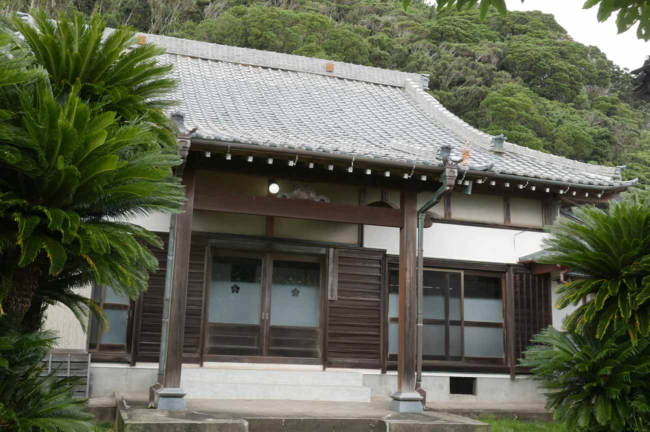 浄照寺の本堂(左側)