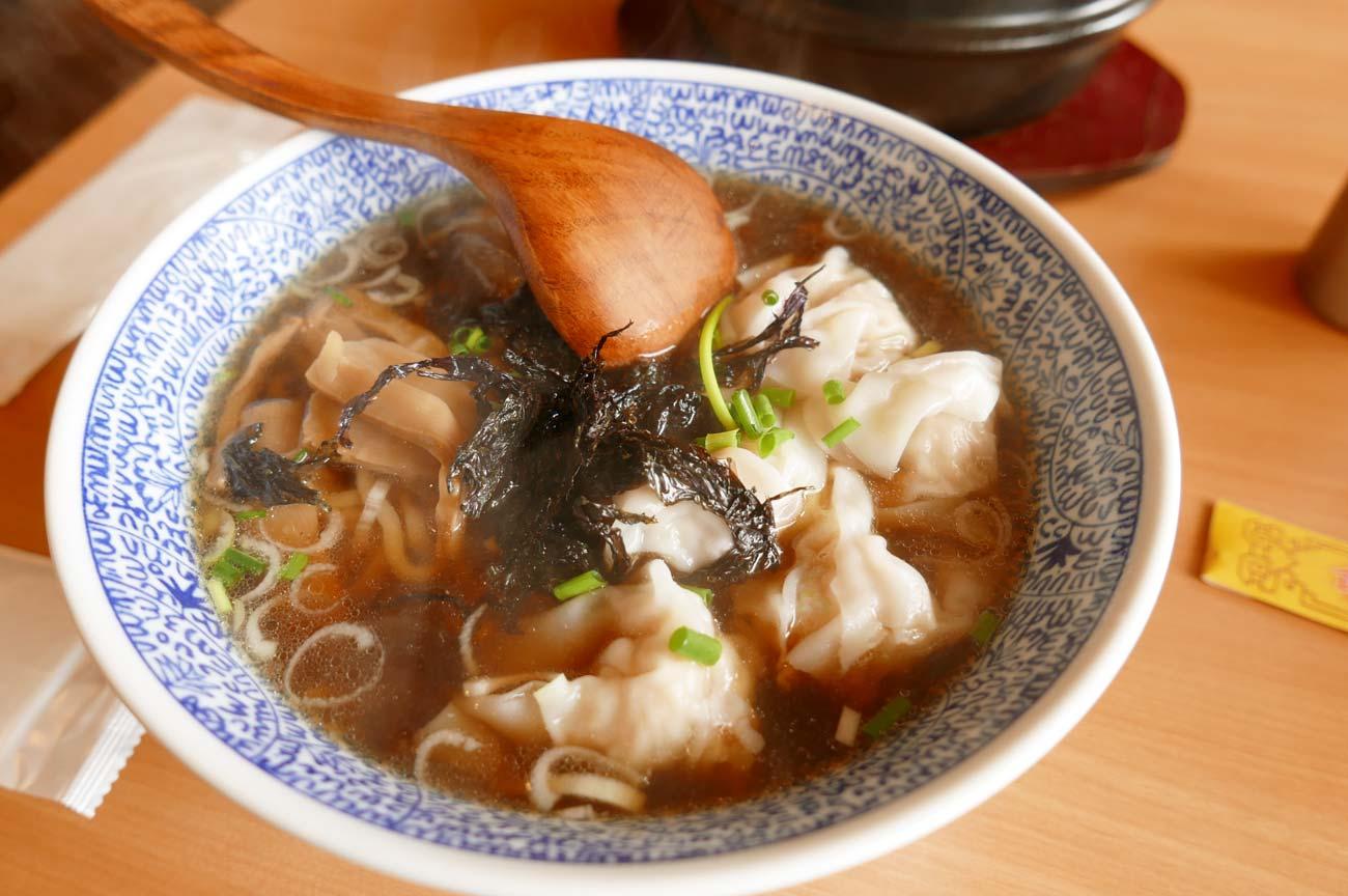 鴨川食堂のエビワンタン麺