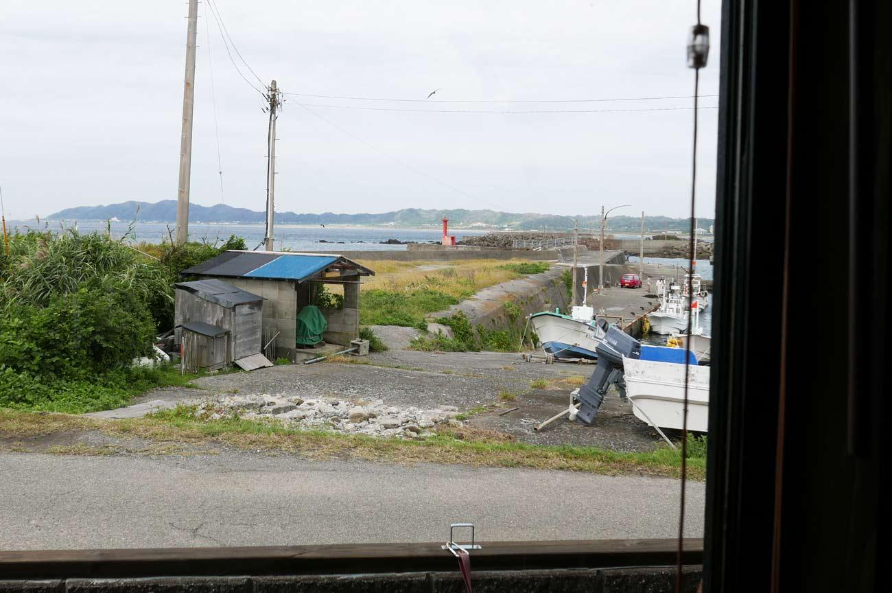 店内から見た布良港