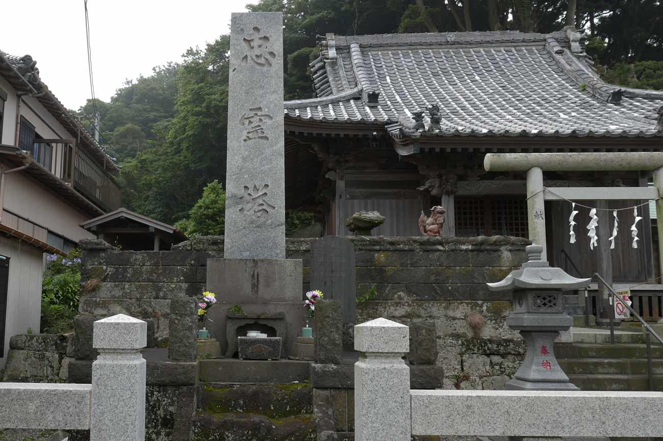 金谷神社の忠霊塔