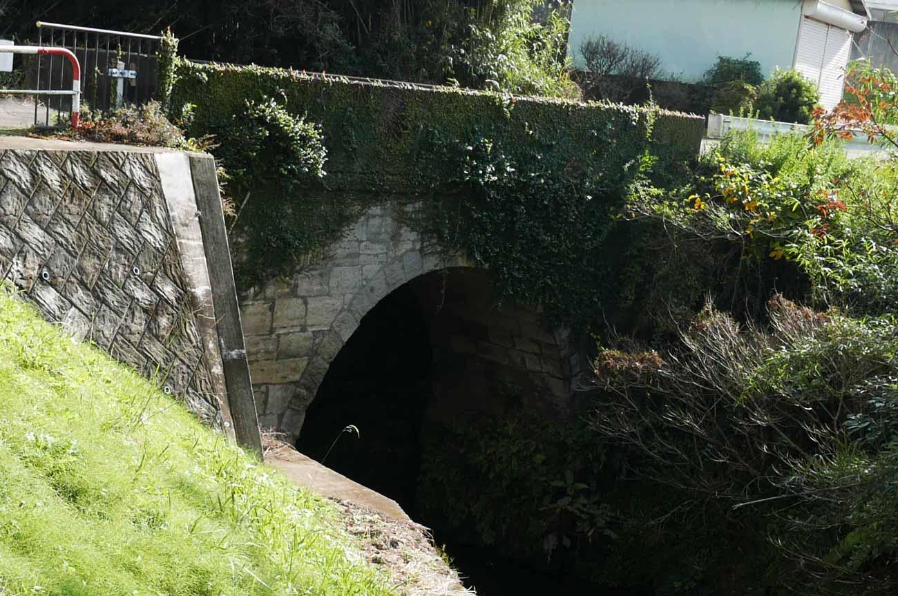 神余の弘法井戸上流の塩井戸橋
