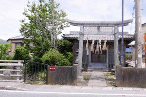 磯辺神社の境内全景