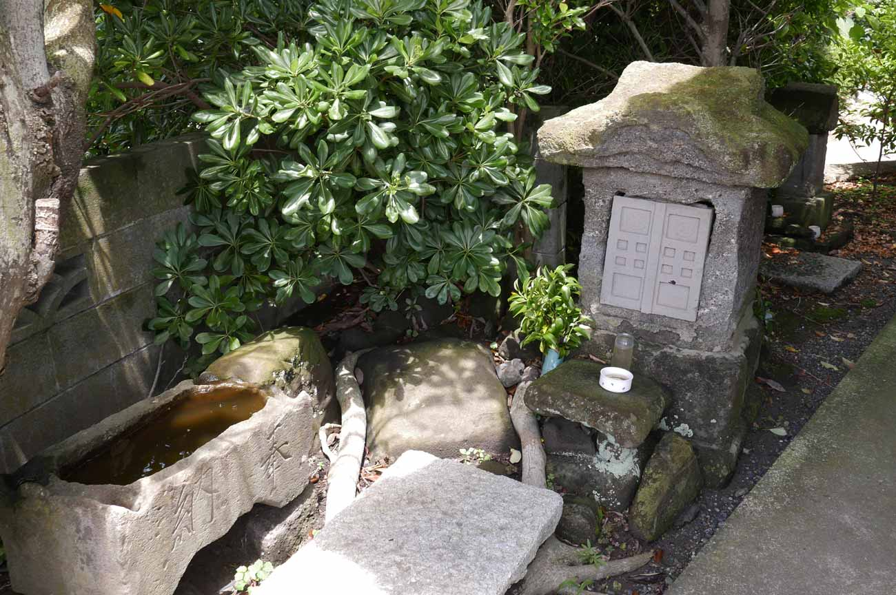 磯邊神社の石宮