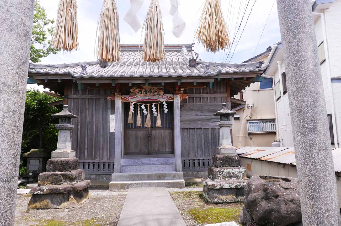 磯邊神社の拝殿