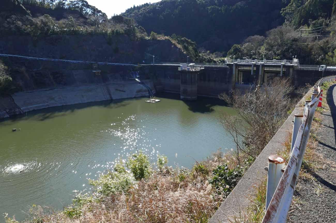 減水時の小向ダム