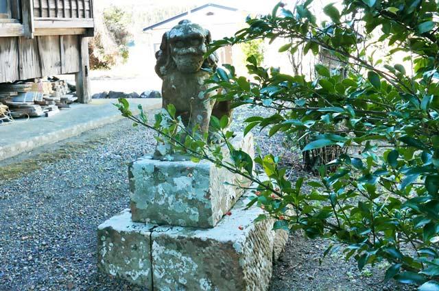諏訪神社の狛犬(右)