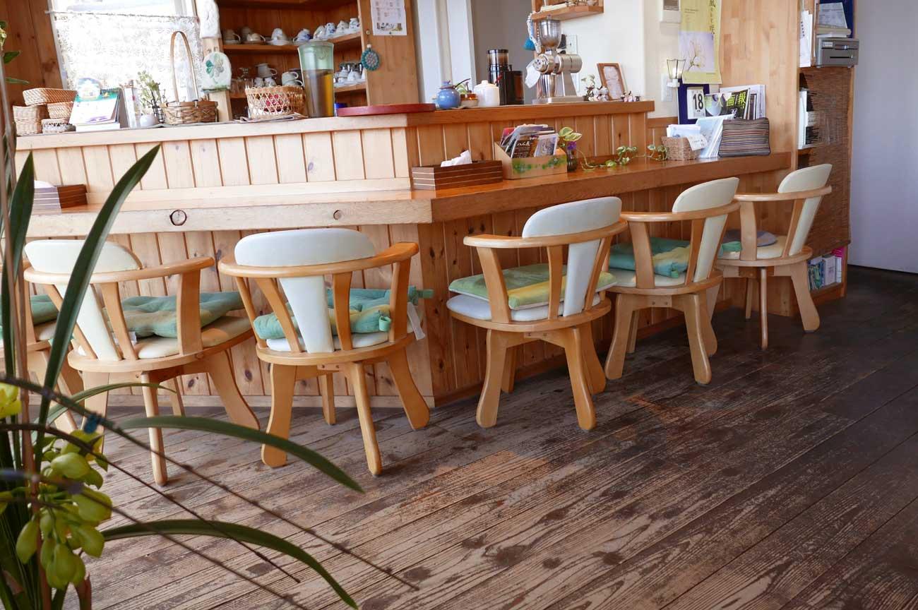 クローバーカフェのカウンター席