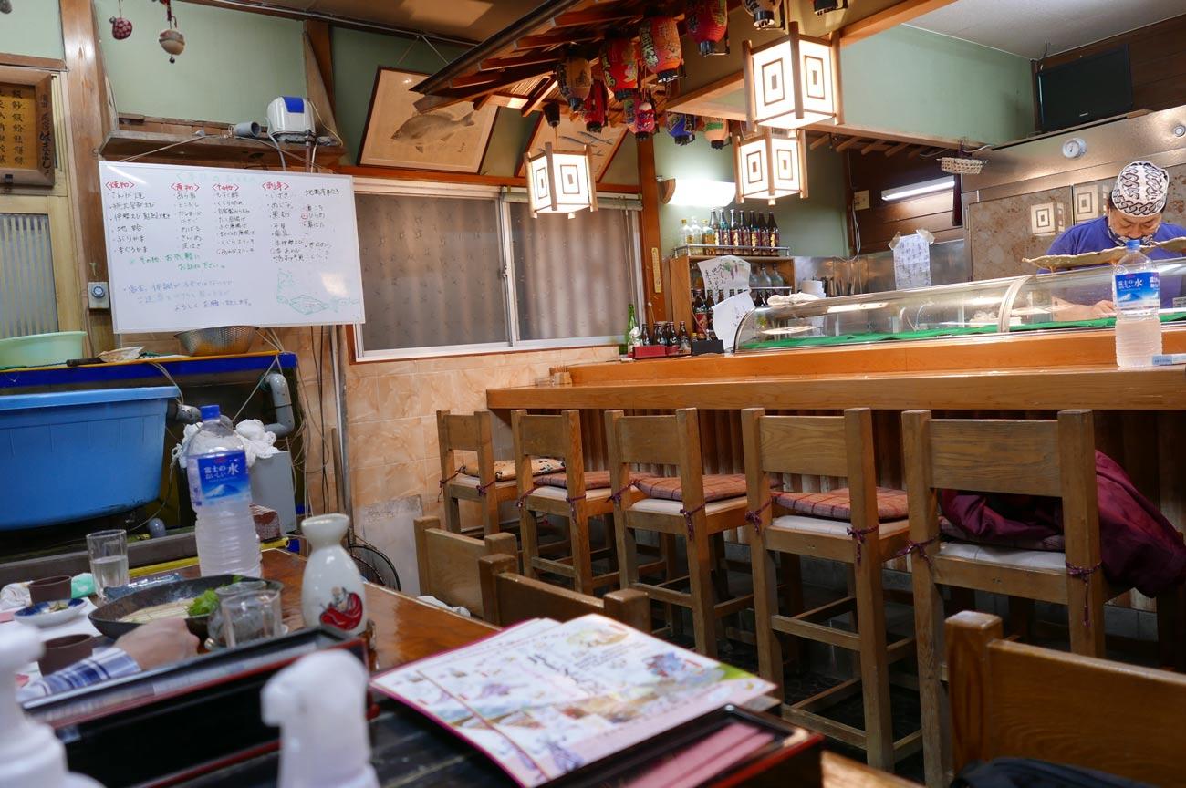 ふじみ寿司の店内