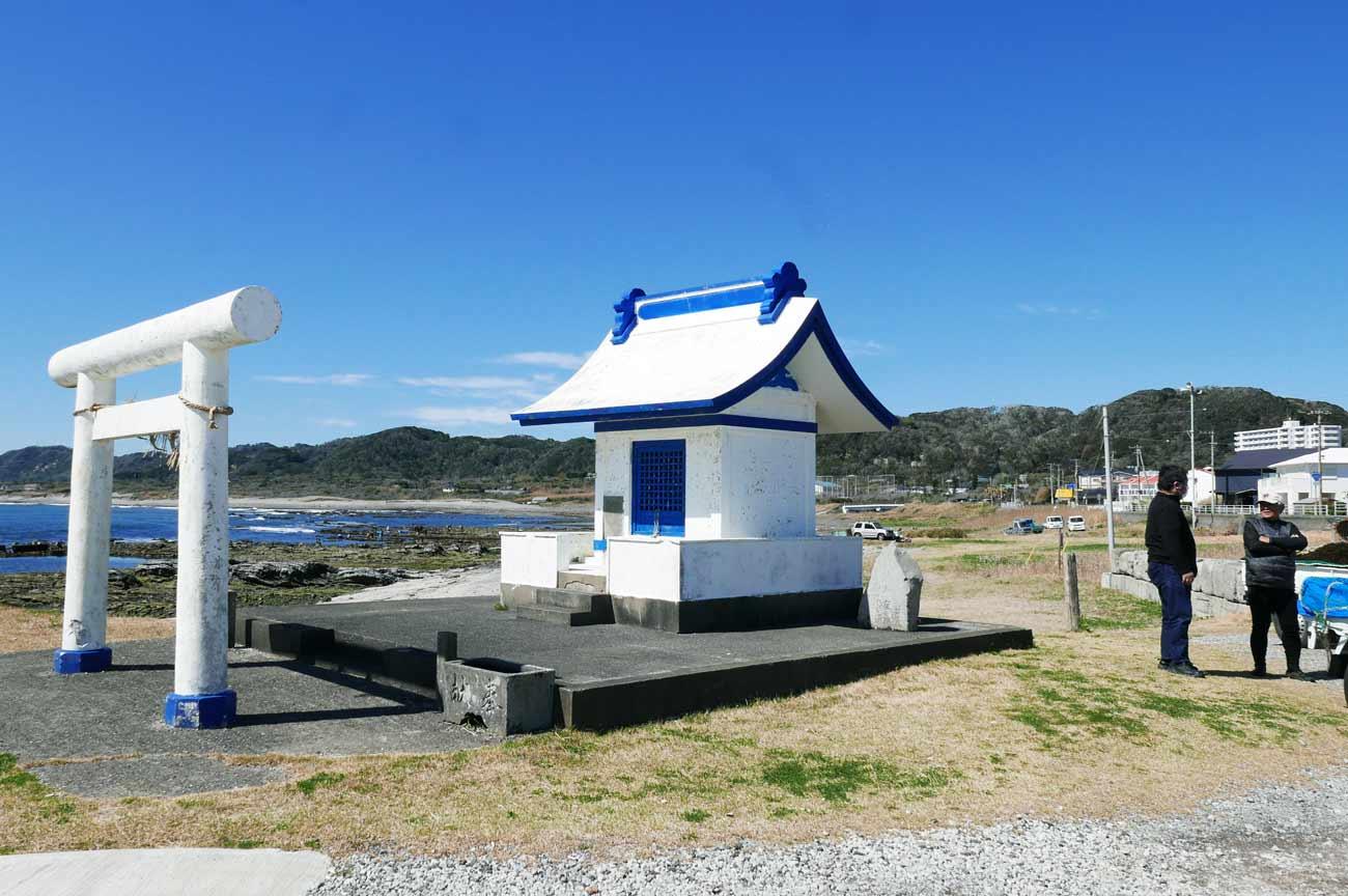 港前の神社