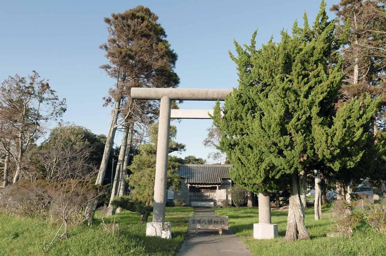 広瀬八幡神社の鳥居と境内