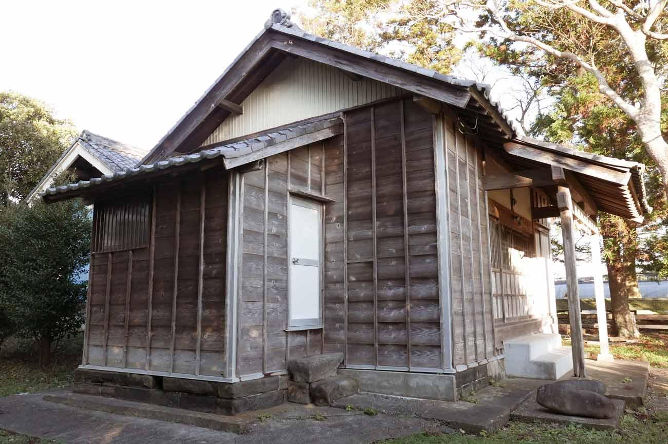 広瀬八幡神社の拝殿と本殿