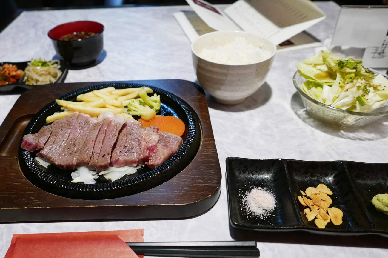 肉バルRossoの和牛サーロインステーキ