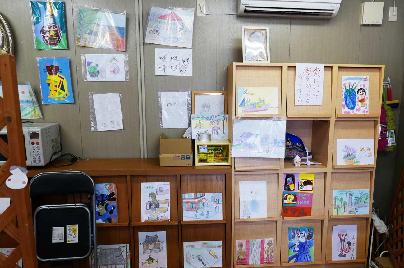 店内の絵画