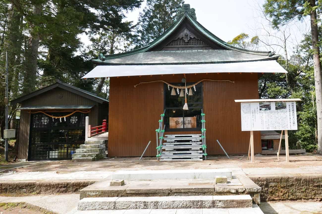 久留里神社の拝殿アップ