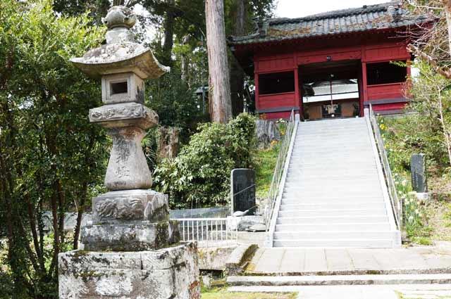 久留里神社の常夜灯(左)