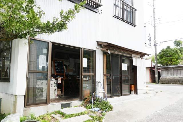 志保沢商店の入口