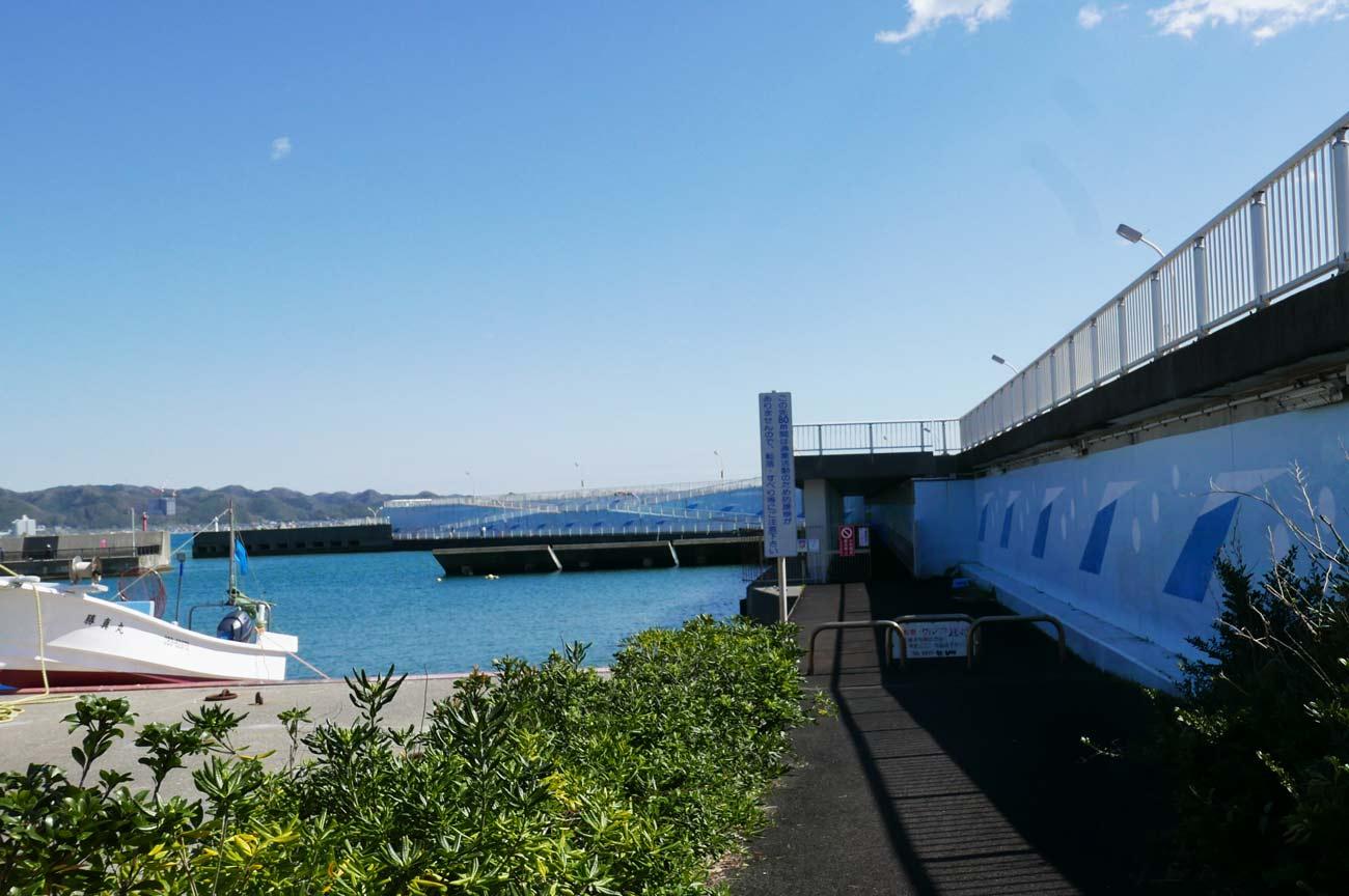 右側堤防の入口