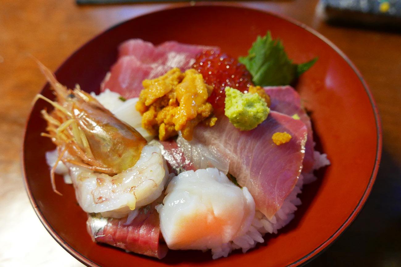なかむらのびっくり海鮮丼