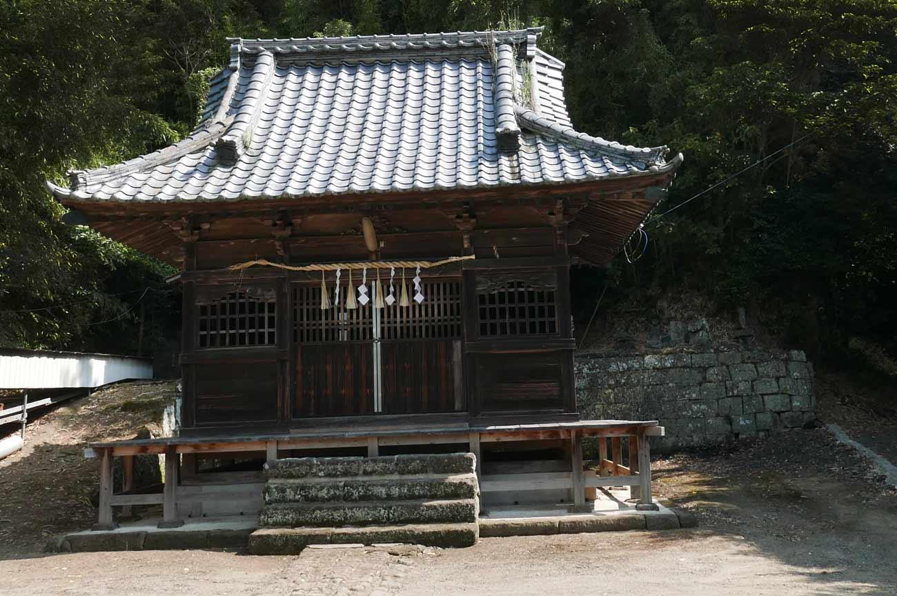 八幡神社の拝殿