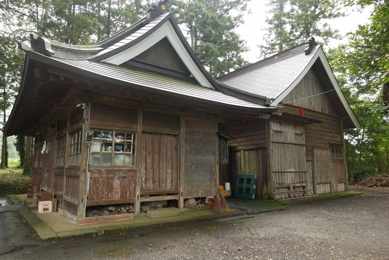 春日神社の本殿と拝殿